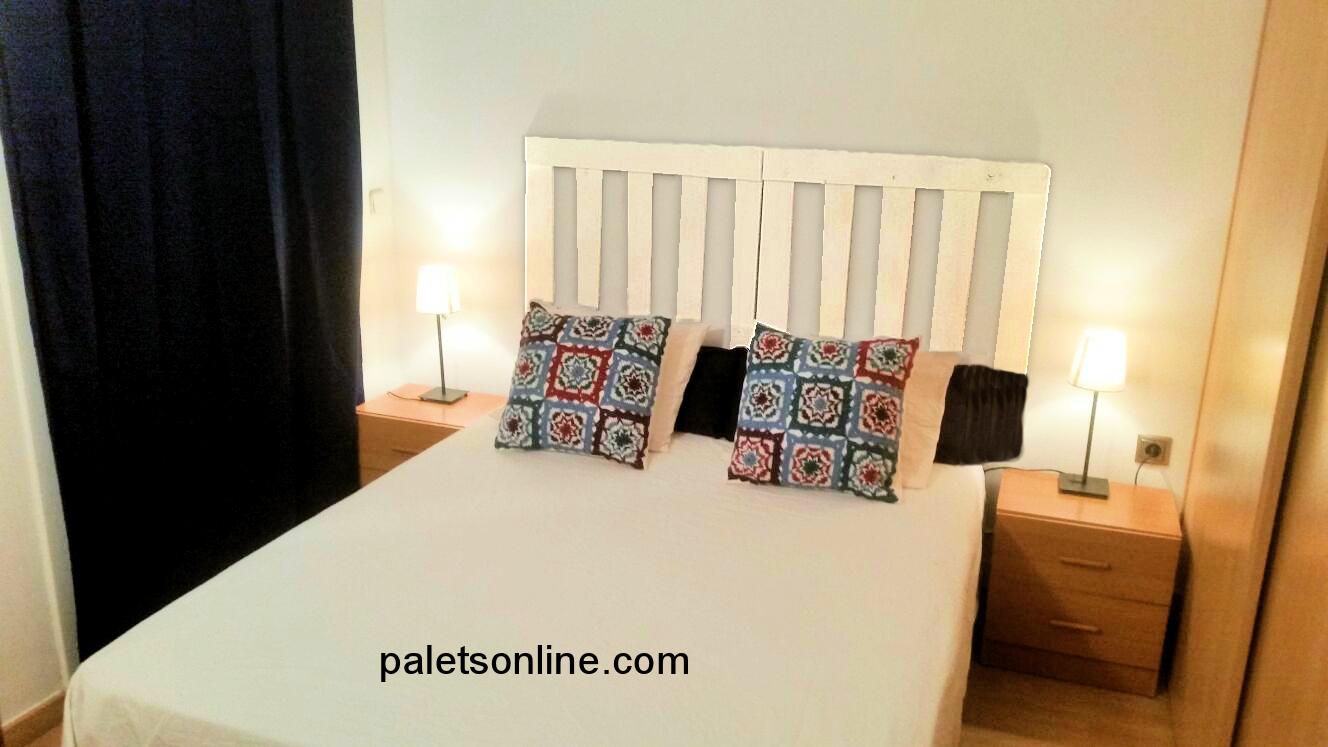 cabecero de cama de palet color blanco